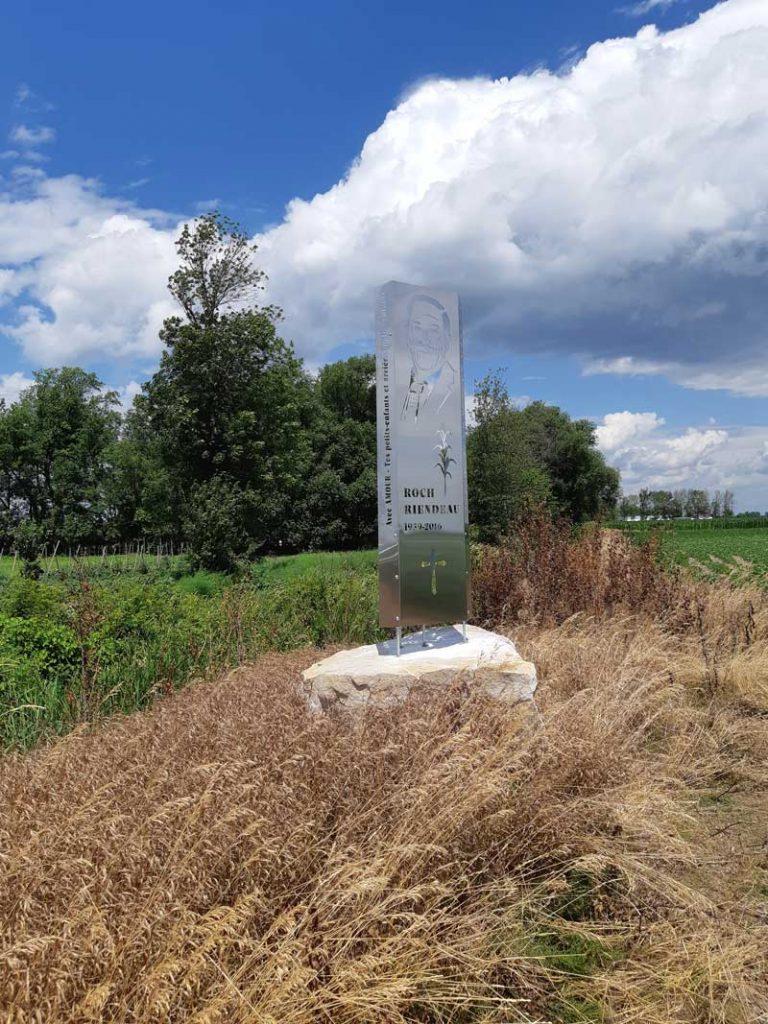 monument acier inox